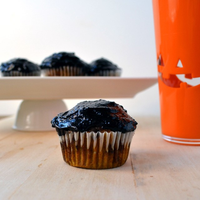 Pumpkin Chocolate Chip Cupckaes with Dark Chocolate Frosting | windykitchen