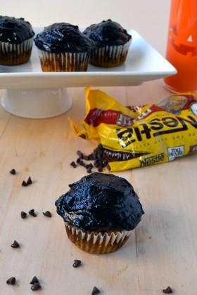 Pumpkin Chocolate Chip Cupcakes with Dark Chocolate Frosting | windykitchen